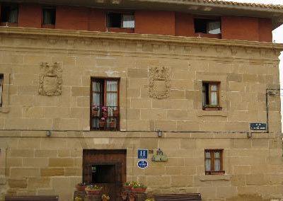 FACHADA HOTEL CON ENCATO EN ABALOS
